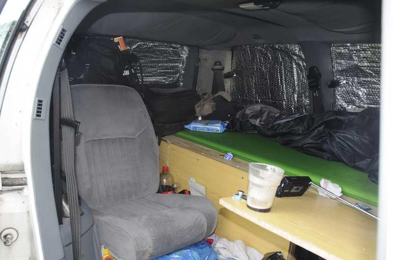 Sleeping in a Minivan ??? 36_lit